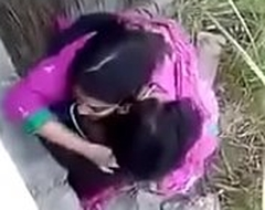 Neighbourhood lock Desi indian couple outdoor sex, outdoor sex couple, viral sex Desi indian couple doing sex at outdoor